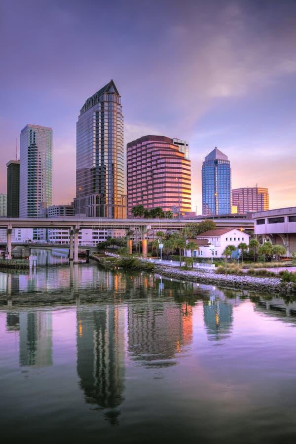 Salida del sol Tampa céntrica foto de archivo libre de regalías