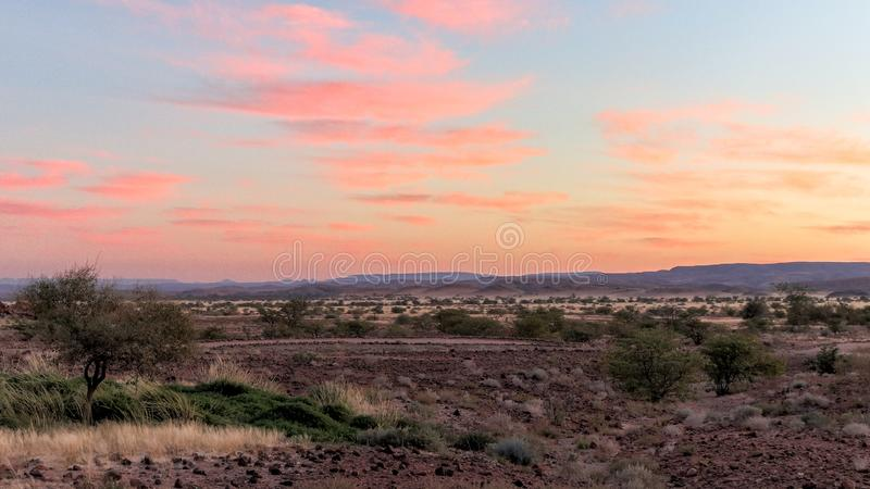 Salida del sol temprana del área de Twyfelfontein imagen de archivo