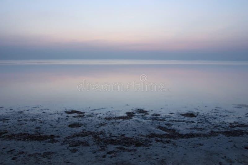 Salida del sol tranquila de Océano Atlántico fotos de archivo