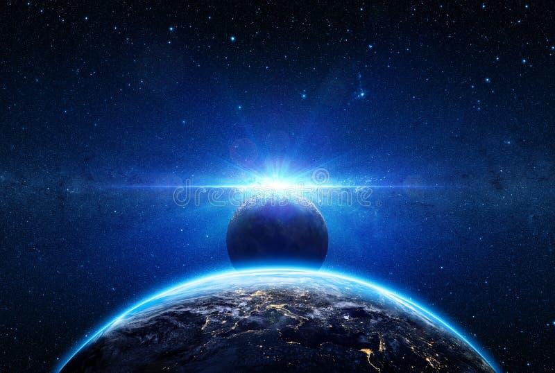 Salida del sol y eclipse en la tierra del planeta ilustración del vector