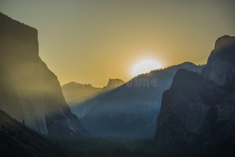Salida del sol Yosemite de la opinión del túnel imagen de archivo libre de regalías