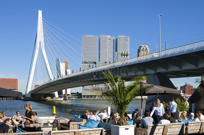 Salida a Rotterdam en el río Nieuwe Mosa foto de archivo
