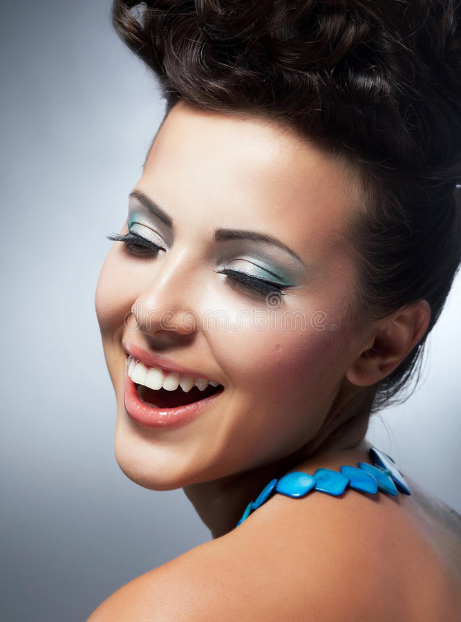 Salighet. Njutning. Gladlynta kvinnas framsida med lyckligt leende. Lycka & Felicity royaltyfri fotografi
