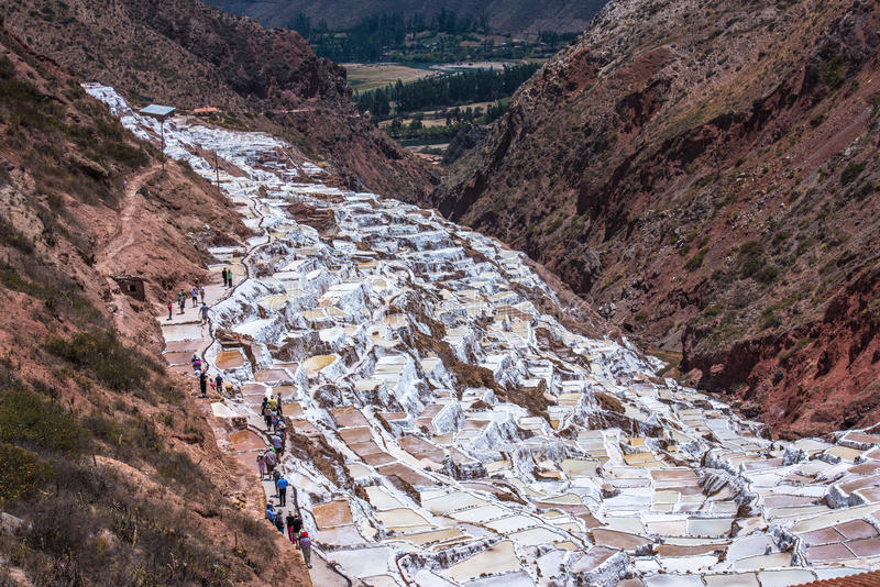 Salinas de Maras, miniere di sale artificiali vicino a Cusco, Perù fotografia stock libera da diritti