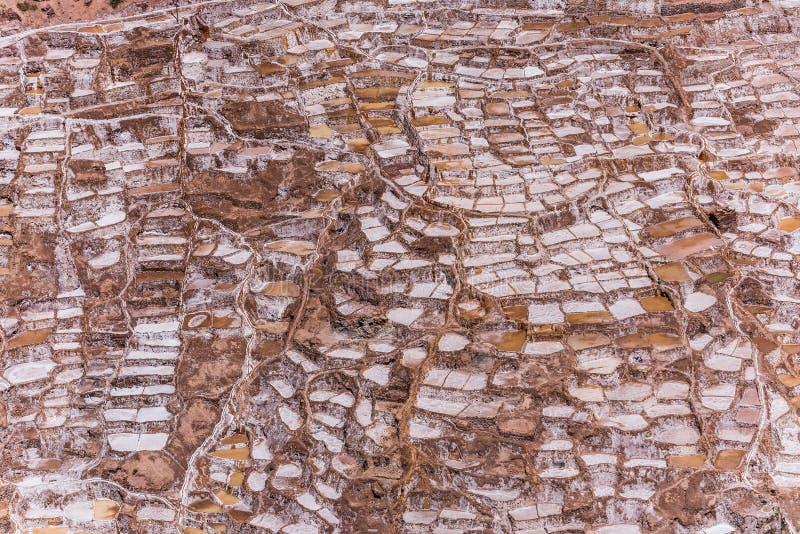 Salinas de maras nära cuzco på en solig dag arkivfoto