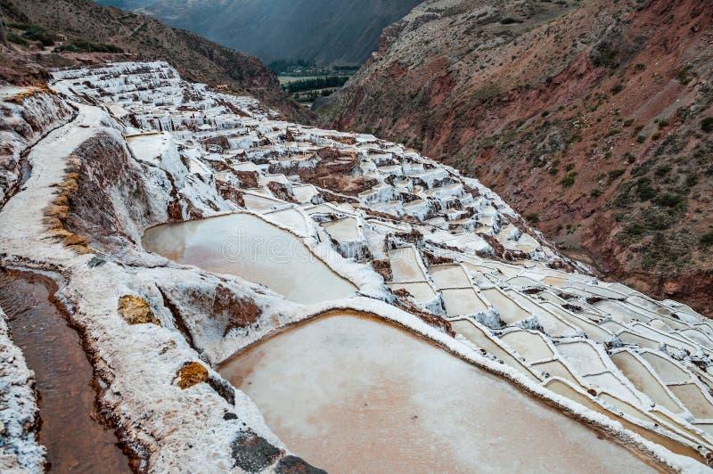 Salinas de Maras, Perú Mina natural de la sal Cacerolas de Inca Salt en Maras en el valle sagrado, Perú fotografía de archivo libre de regalías