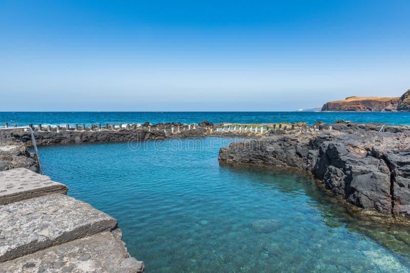Salinas naturais de Agaete de Las da associação em Puerto de Las Nieves, Gran Canaria, Espanha Copie o espa?o para o texto imagem de stock royalty free