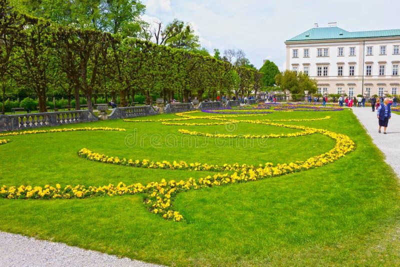 Salisburgo, Austria - 1° maggio 2017: Una parte di bello Mirabell fa il giardinaggio a Salisburgo fotografie stock libere da diritti
