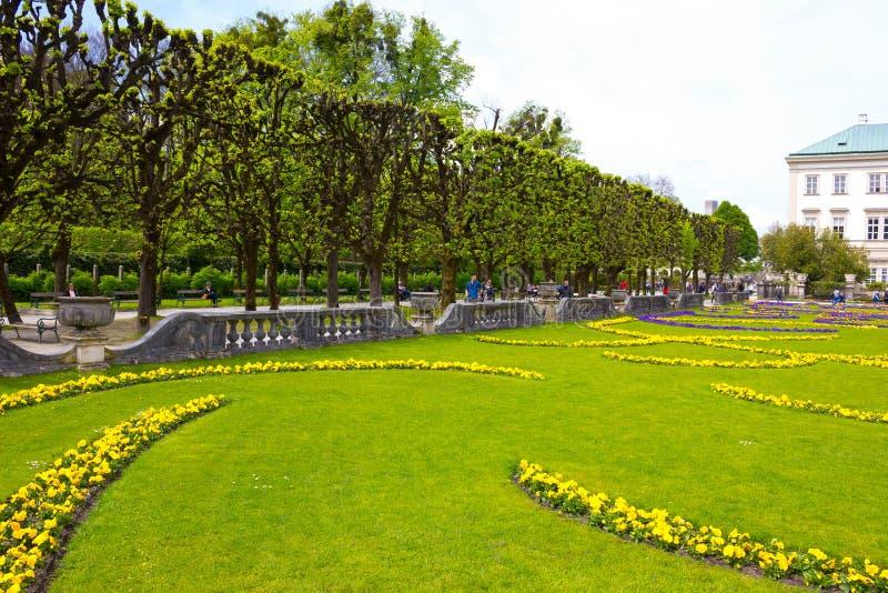 Salisburgo, Austria - 1° maggio 2017: Una parte di bello Mirabell fa il giardinaggio a Salisburgo fotografia stock
