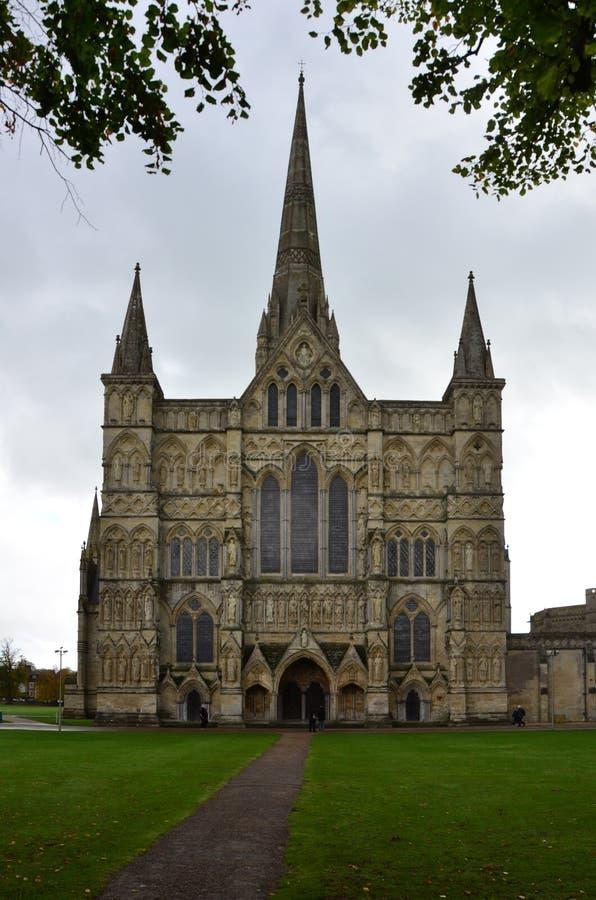Salisbury domkyrka - västra Front Entrance, Salisbury, Wiltshire, England arkivfoton