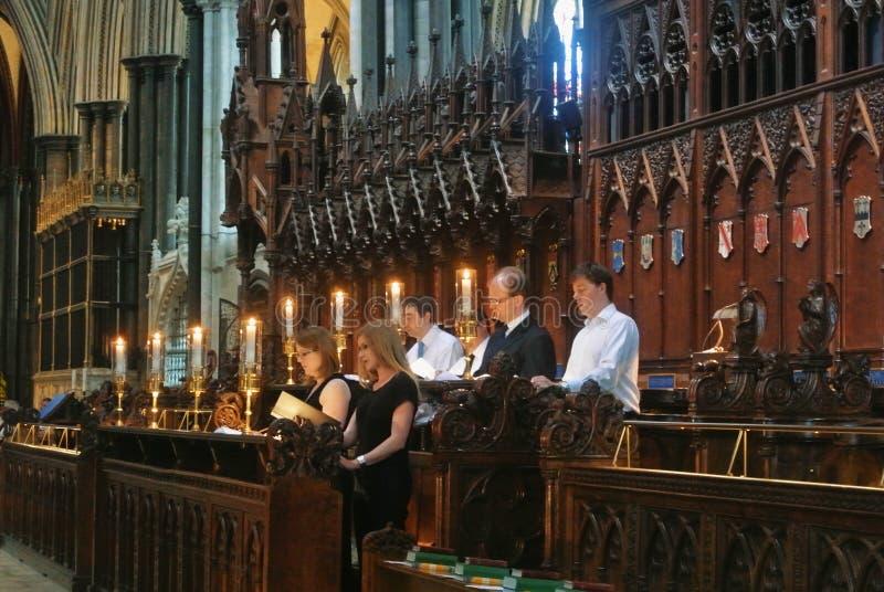 SALISBURY, INGHILTERRA - 2 AGOSTO 2013: Un canto del coro al wo fotografia stock libera da diritti