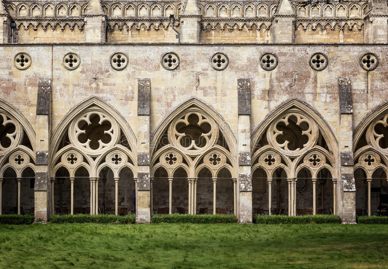 Salisbury-Kathedralen-Klöster lizenzfreie stockbilder