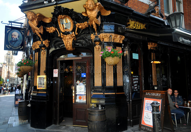 Download The Salisbury Pub In London Editorial Photography - Image: 17340802