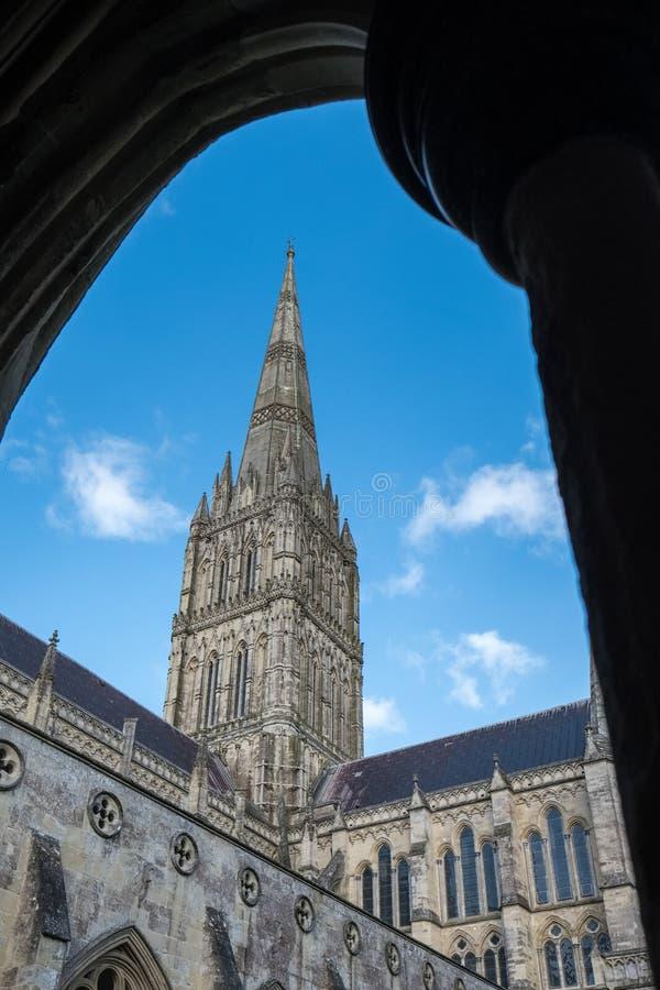 SALISBURY, WILTSHIRE/UK - 21 MAART: Buitenmening van Salisbury stock fotografie