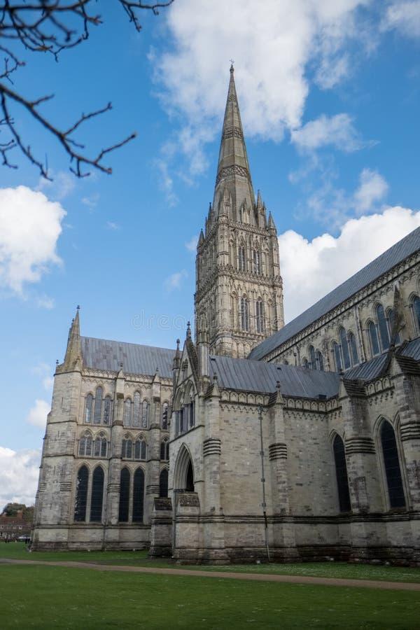 SALISBURY, WILTSHIRE/UK - 21 MAART: Buitenmening van Salisbury royalty-vrije stock foto's