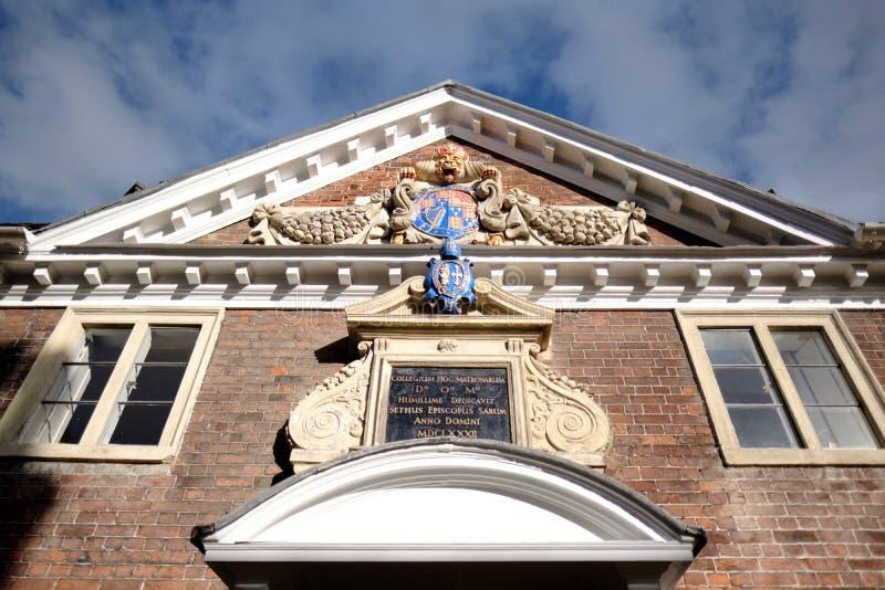 SALISBURY, WILTSHIRE/UK - 21 MAART: Voorgevel van Matrons Universiteit 1 stock fotografie
