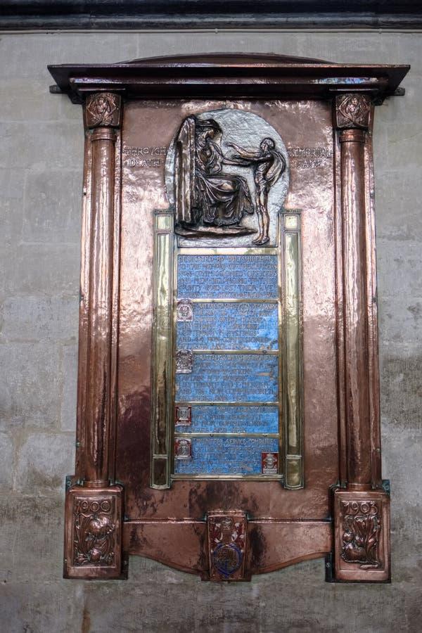 SALISBURY WILTSHIRE/UK - MARS 21: Monument i Salisbury Cathe royaltyfri bild