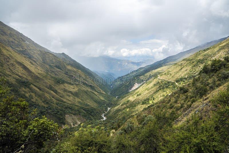 Salkantay som Trekking Peru fotografering för bildbyråer
