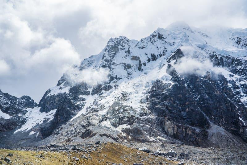 Salkantay som Trekking Peru royaltyfria foton