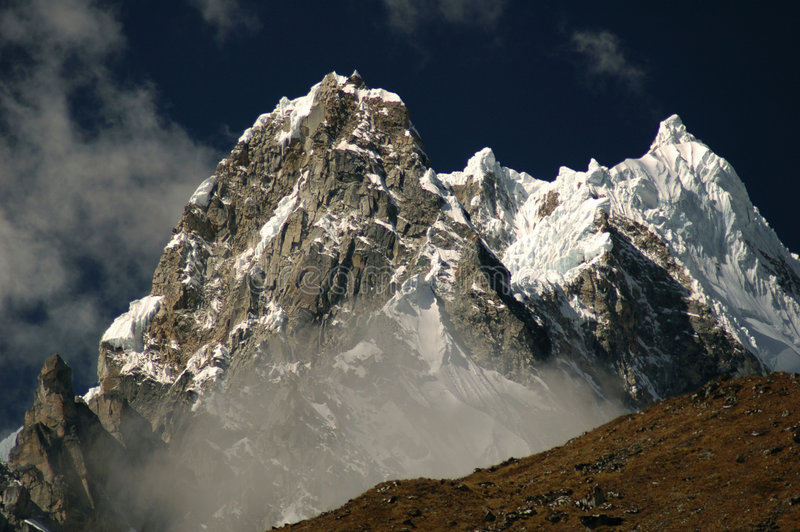 Salkantay Spitze von Peru stockfotos