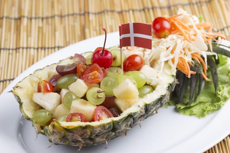 sallad för ananas för efterrättmatfrukt vitaminized sund isolerad white royaltyfri fotografi