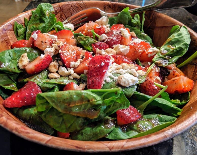Sallad med frukt och grönsaker royaltyfria foton