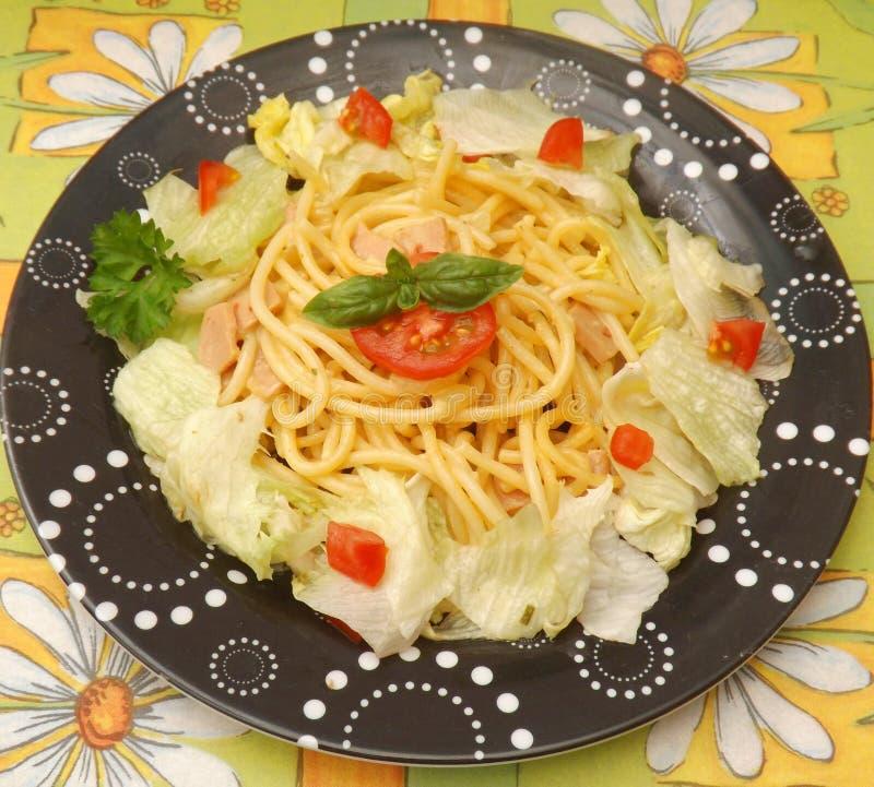 Sallad med pasta fotografering för bildbyråer