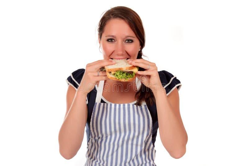 salladsmörgåskvinna royaltyfria bilder