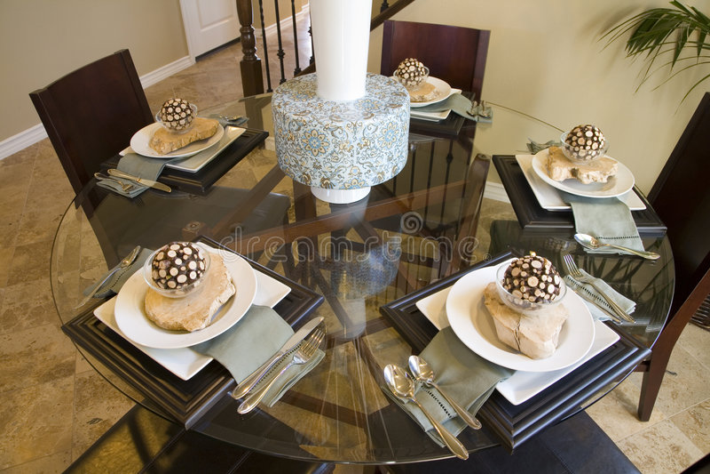 Salle à manger à la maison de luxe. photos stock