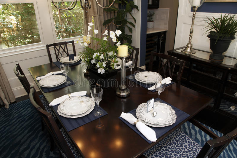 Salle à manger à la maison de luxe photographie stock libre de droits