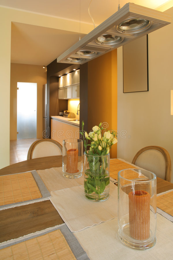 Salle à manger à la maison moderne image libre de droits