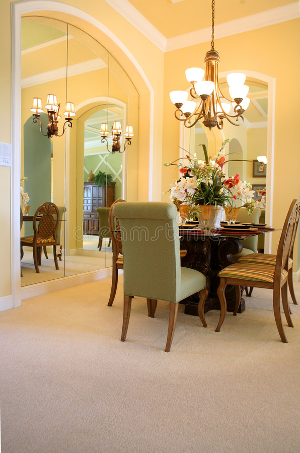 Salle à manger reflétée (vue 2 photos stock