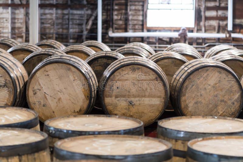 Salle d'entreposage de baril de Bourbon image stock