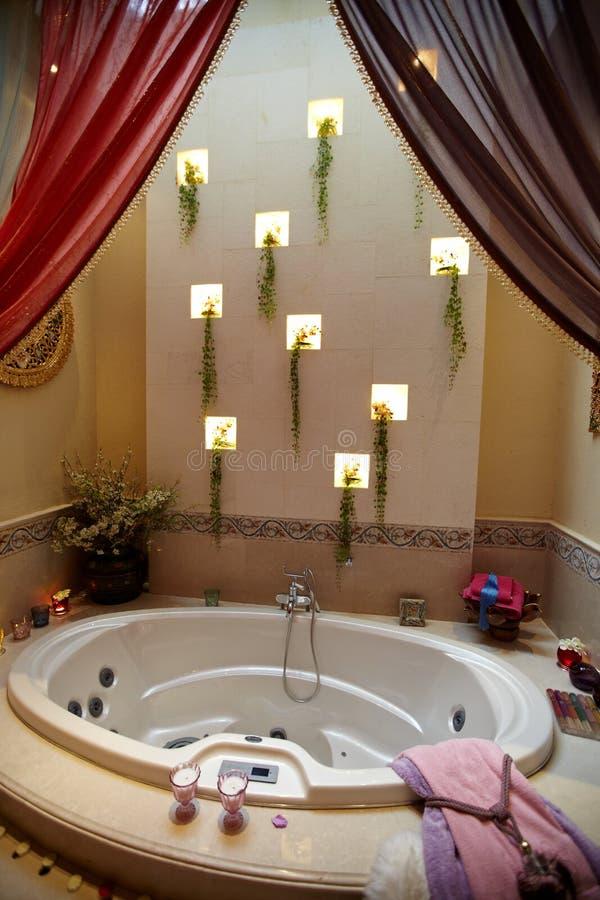 Salle de bains à la maison de luxe image libre de droits