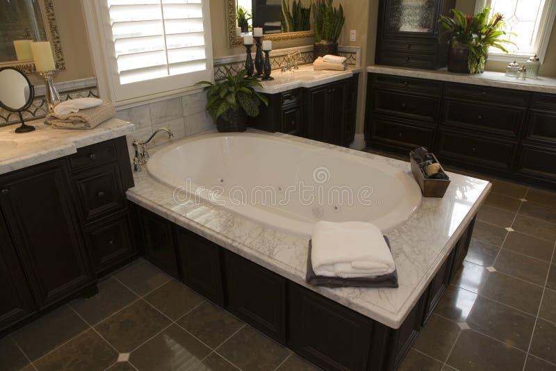 Salle de bains à la maison de luxe photographie stock