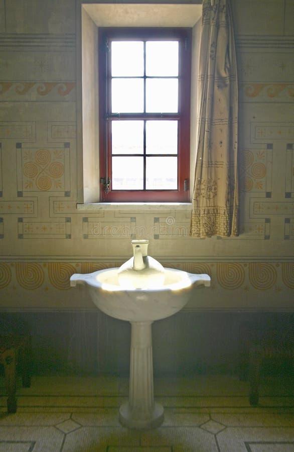 Salle de bains à la villa Kerylos, situé sur DES Fourmis de Pointe, dans le Beaulieu-sur-Mer, Frances photographie stock