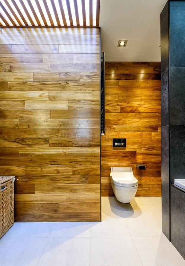 Salle de bains élégante moderne photographie stock