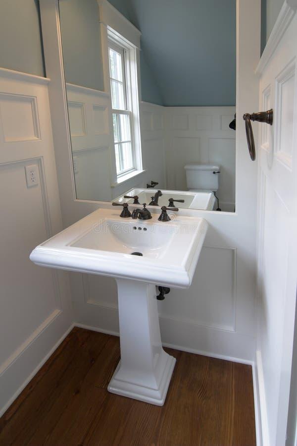 Salle de bains élégante simple image libre de droits