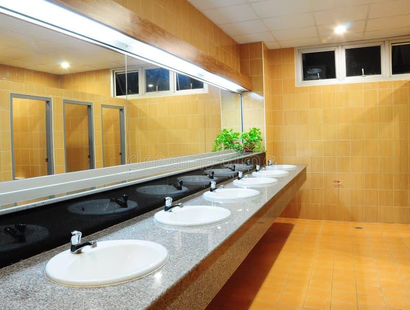 Salle de bains au bureau photos libres de droits