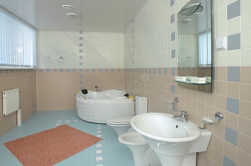 salle de bains avec un jacuzzi image stock image du main l gant 3051931. Black Bedroom Furniture Sets. Home Design Ideas
