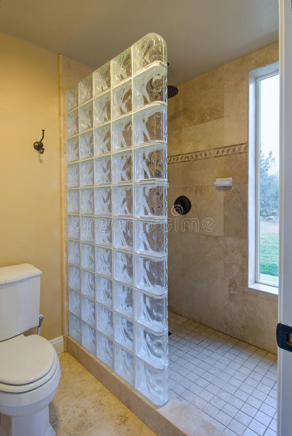 salle de bains de bloc en verre photo stock - image du bain ... - Bloc Verre Salle De Bain