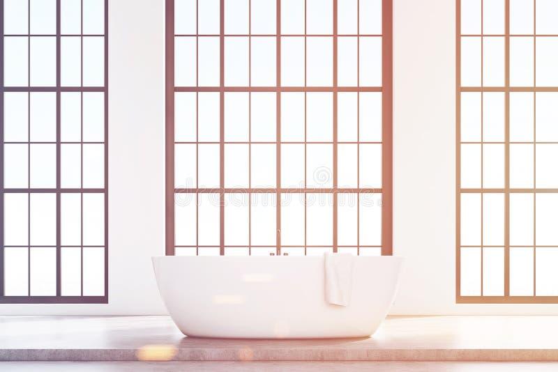 Salle de bains de grenier avec le baquet blanc, modifié la tonalité illustration libre de droits