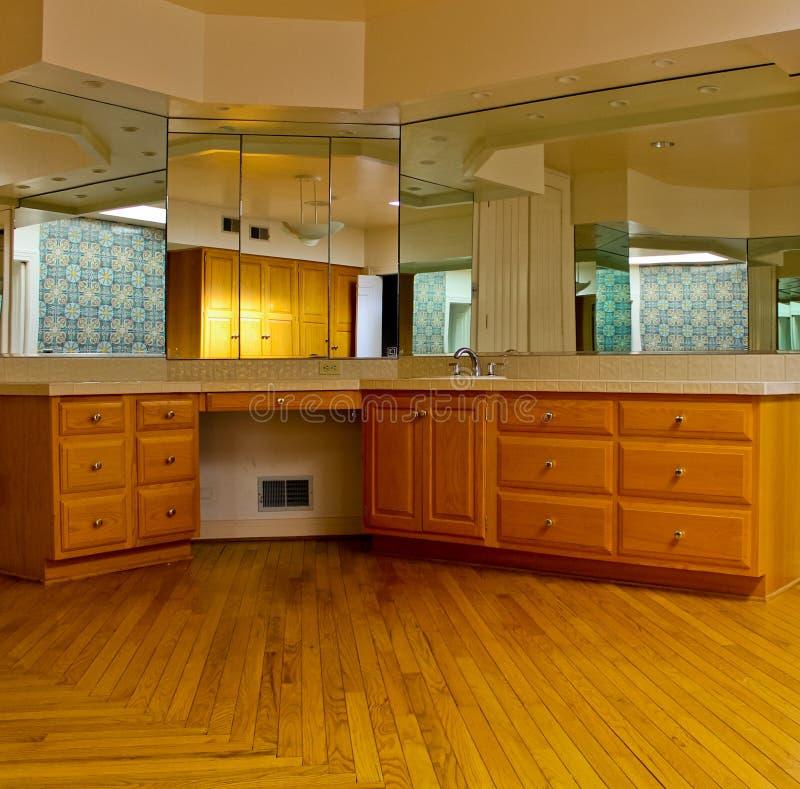 Salle de bains de luxe admirablement conçue image stock