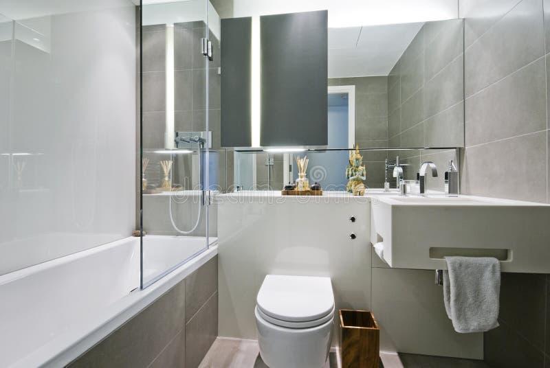 Salle de bains de luxe avec la décoration indienne photo libre de droits