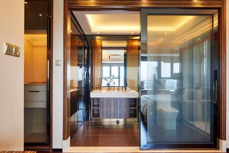 Salle de bains de luxe moderne images libres de droits