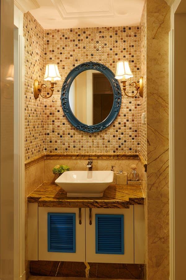 Salle de bains de luxe moderne image libre de droits