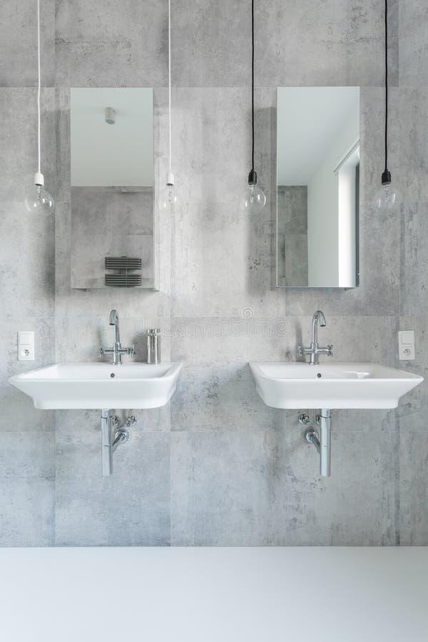 Salle de bains de marbre blanche moderne images libres de droits