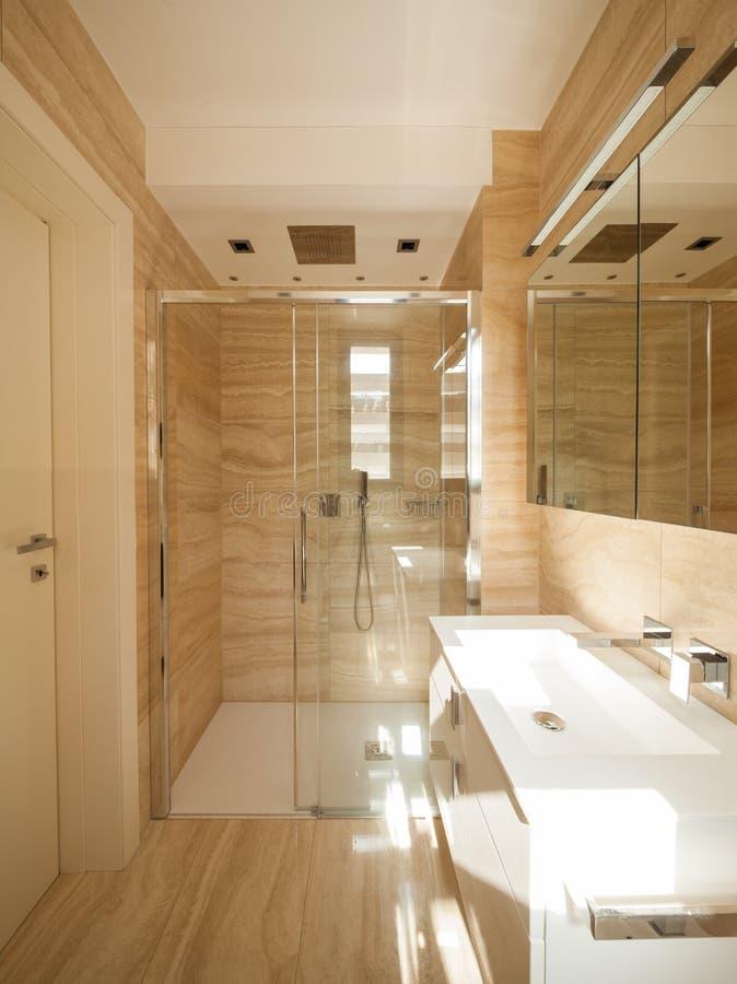 Salle de bains de marbre merveilleuse image libre de droits