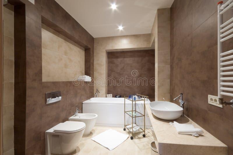 Salle de bains de ?omfortable photo stock