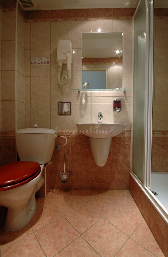 Salle de bains de pension photographie stock libre de droits